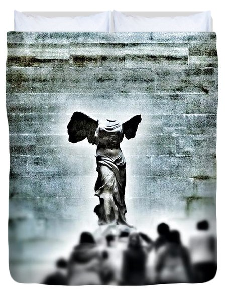 Pause - The Winged Victory In Louvre Paris Duvet Cover by Marianna Mills