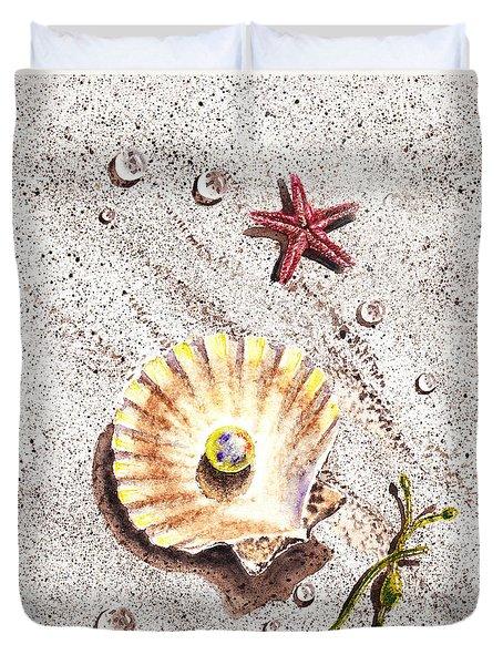 Pearl In The Seashell Sea Star And The Water Drops Duvet Cover by Irina Sztukowski