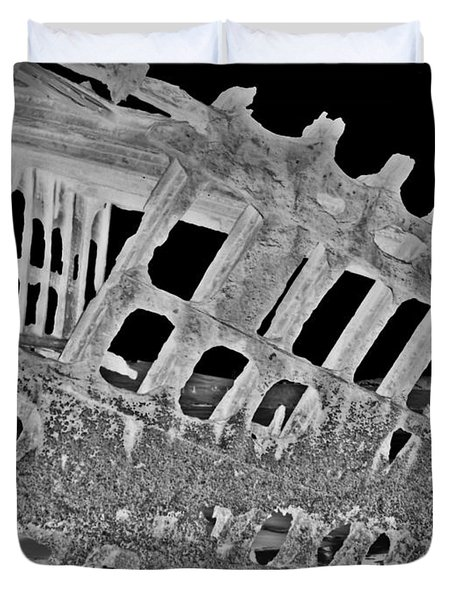 Peter Iredale In Reverse Bw 7 Duvet Cover by Chalet Roome-Rigdon
