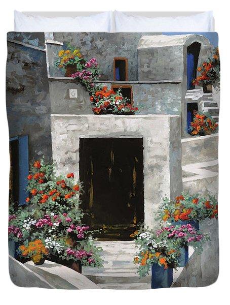 piccole case bianche di Grecia Duvet Cover by Guido Borelli