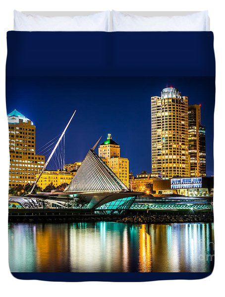 Picture Of Milwaukee Skyline At Night Duvet Cover by Paul Velgos