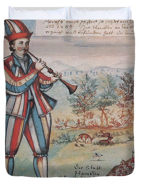 Pied Piper Of Hamelin, German Legend Duvet Cover by Photo Researchers