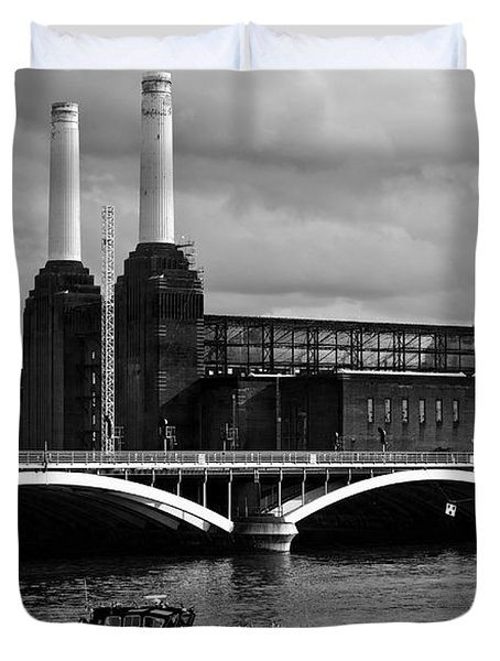 Pink Floyd's Pig At Battersea Duvet Cover by Dawn OConnor