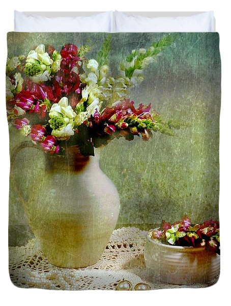 Pitcher of Snapdragons Duvet Cover by Diana Angstadt