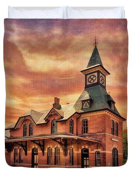Point Of Rocks Train Station  Duvet Cover by Lois Bryan