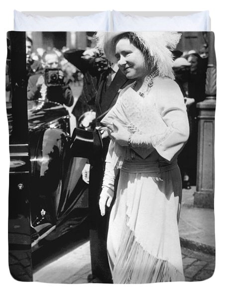 Queen Elizabeth Fashion Duvet Cover by Underwood Archives