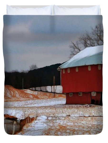 Red Amish Barn In Winter Duvet Cover by Dan Sproul