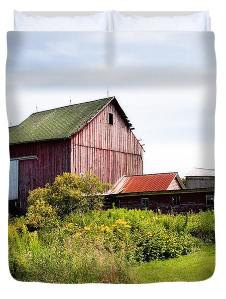 Red Barn In Groton Duvet Cover by Gary Heller