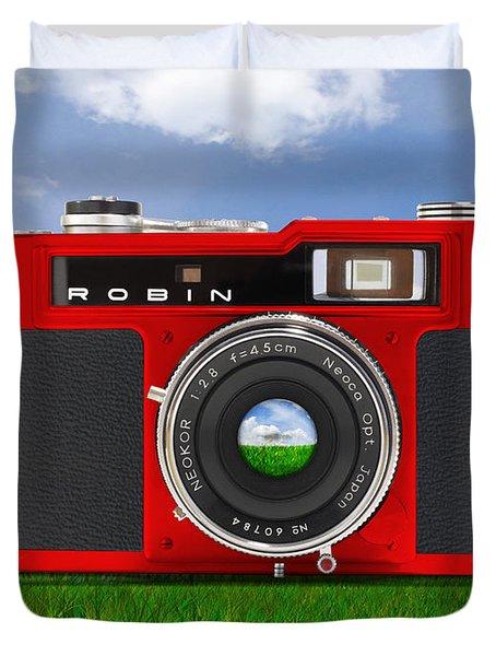 Red Robin Duvet Cover by Mike McGlothlen