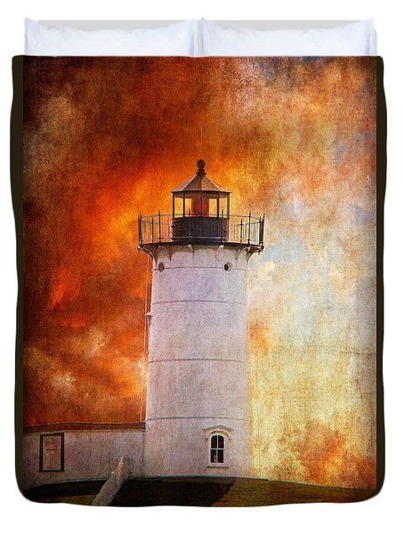 Red Sky At Morning - Nubble Lighthouse Duvet Cover by Lois Bryan