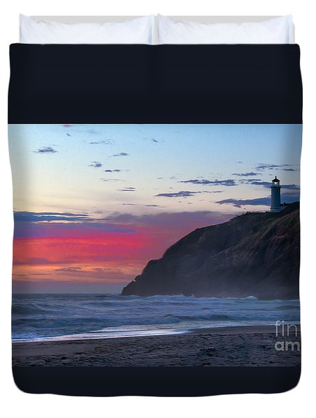 Red Sky At North Head Lighthouse Duvet Cover by Robert Bales