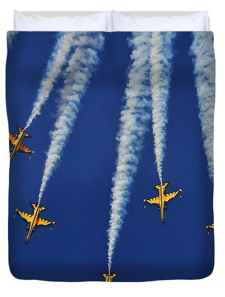 Duvet Cover featuring the photograph Republic Of Korea Air Force Black Eagles by Science Source
