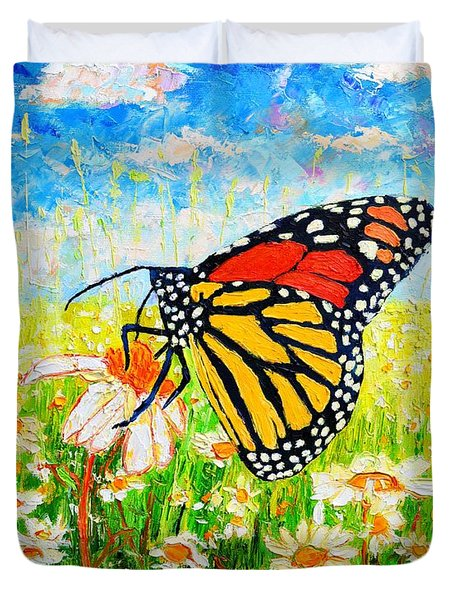 Royal Monarch Butterfly In Daisies Duvet Cover by Ana Maria Edulescu