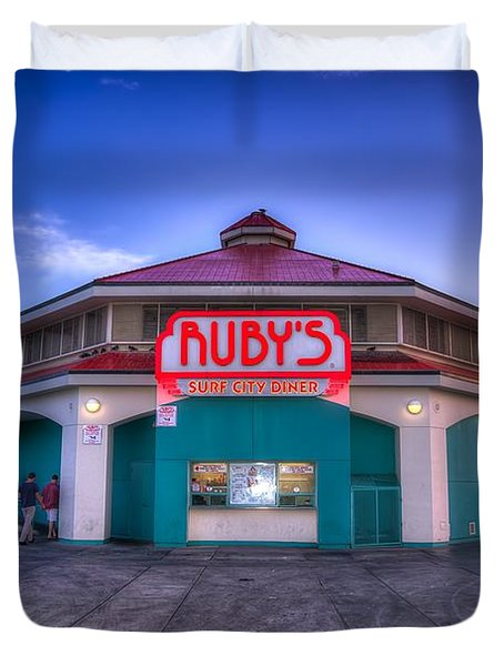 Ruby's Diner On The Pier Duvet Cover by Spencer McDonald