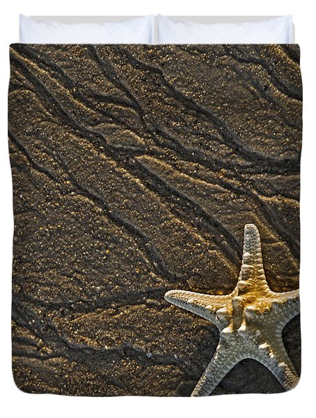 Sand Prints And Starfish Duvet Cover by Susan Candelario