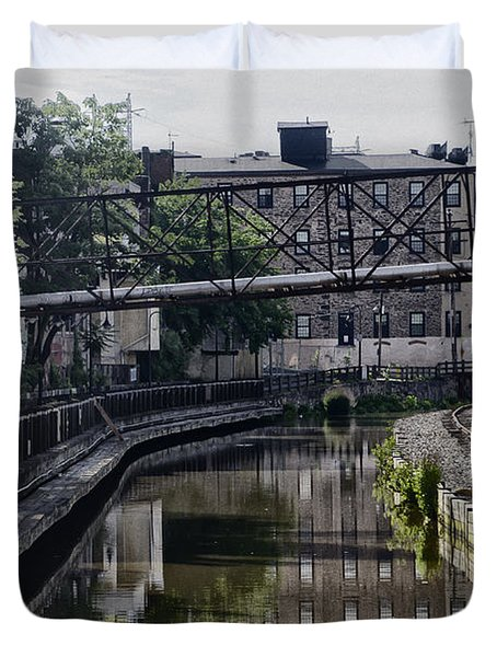 Schuylkill Canal in Manayunk Duvet Cover by Bill Cannon