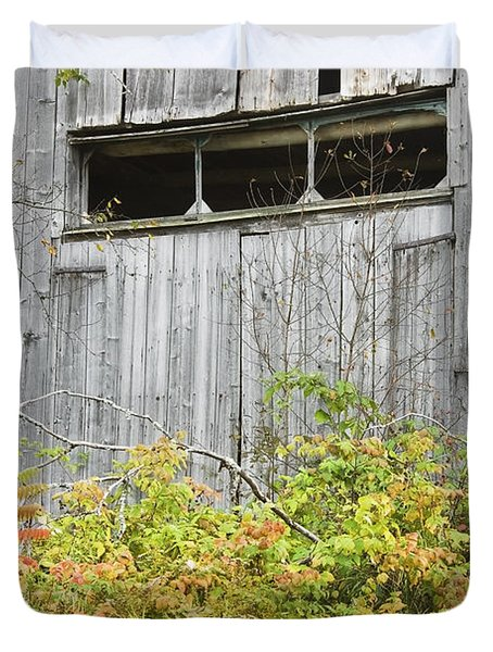 Side Of Barn In Fall Duvet Cover by Keith Webber Jr