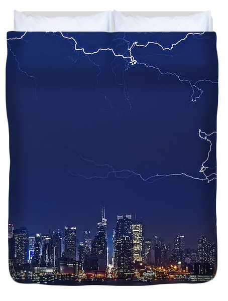 Strikes And Bolts In Nyc Duvet Cover by Susan Candelario