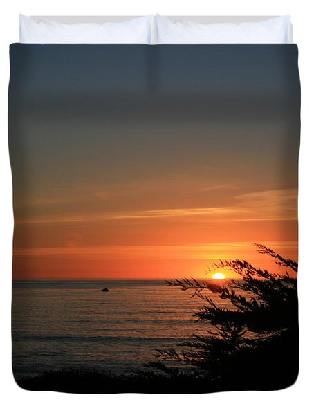 Sun Setting in Cambria Calm Pacific Duvet Cover by Ian Donley