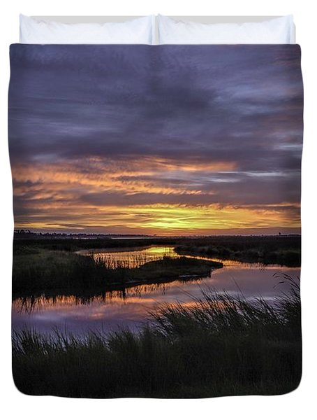 Sunrise On Lake Shelby Duvet Cover by Michael Thomas
