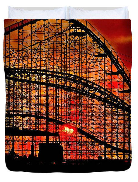 Sunrise Thru The Coaster Duvet Cover by Nick Zelinsky