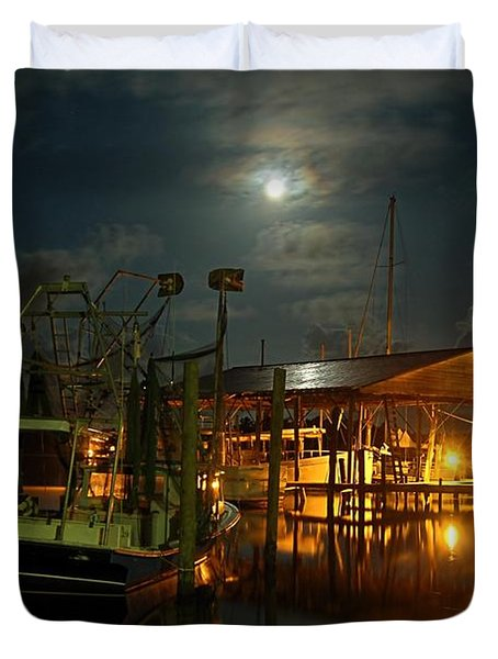 Super Moon at Nelsons Duvet Cover by Michael Thomas