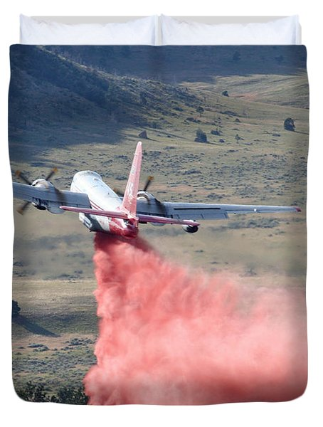 Duvet Cover featuring the photograph Tanker 45 Dropping On Whoopup Fire by Bill Gabbert