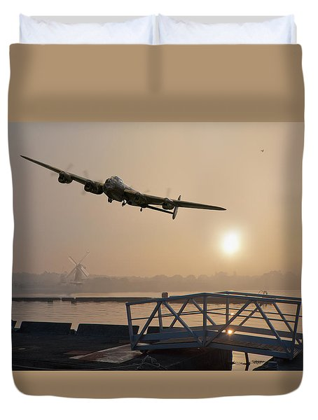 The Dambusters - Last One Home Duvet Cover by Gary Eason