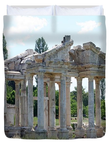 The Four Roman Columns Of The Ceremonial Gateway  Duvet Cover by Tracey Harrington-Simpson