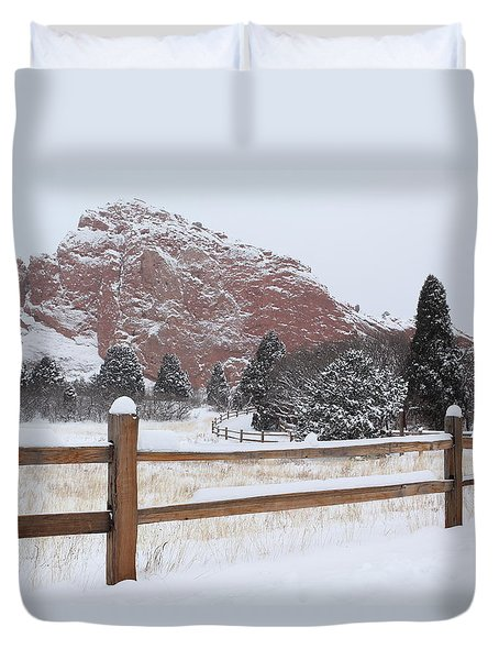 The Gentle Thief Of Colours Duvet Cover by Eric Glaser