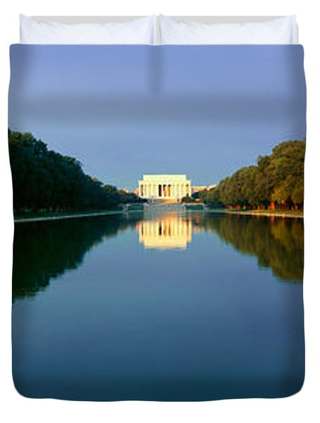 The Lincoln Memorial At Sunrise Duvet Cover by Panoramic Images