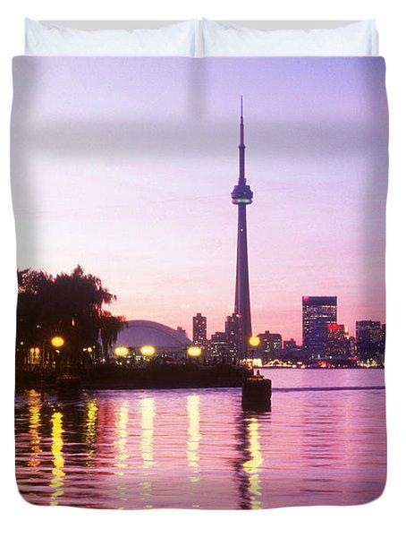 Toronto Skyline At Sunset, Toronto Duvet Cover by Peter Mintz