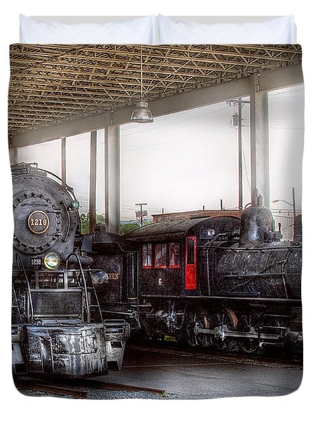Train - Engine - 1218 - End Of The Line  Duvet Cover by Mike Savad