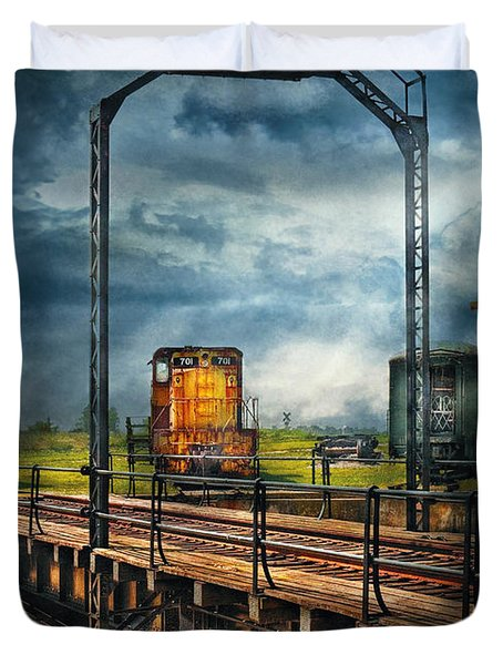 Train - Yard - On the turntable Duvet Cover by Mike Savad