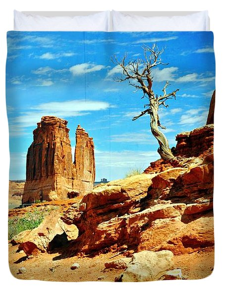 Tree On Park Avenue Duvet Cover by Marty Koch