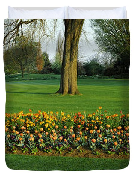 Tulips In Hyde Park, City Duvet Cover by Panoramic Images