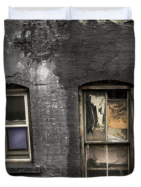 Two Windows Old And New - Old Building In New York Chinatown Duvet Cover by Gary Heller