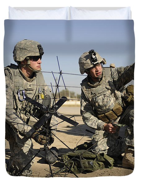 U.s. Army Soldiers Setting Duvet Cover by Stocktrek Images
