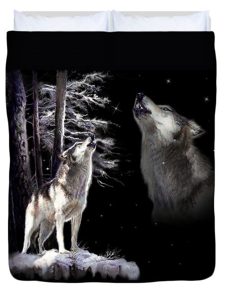 Wolf  howling memory Duvet Cover by Gina Femrite