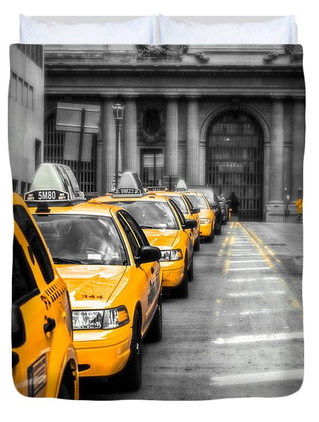 Yellow Cabs Waiting - Grand Central Terminal - Bw O Duvet Cover by Hannes Cmarits