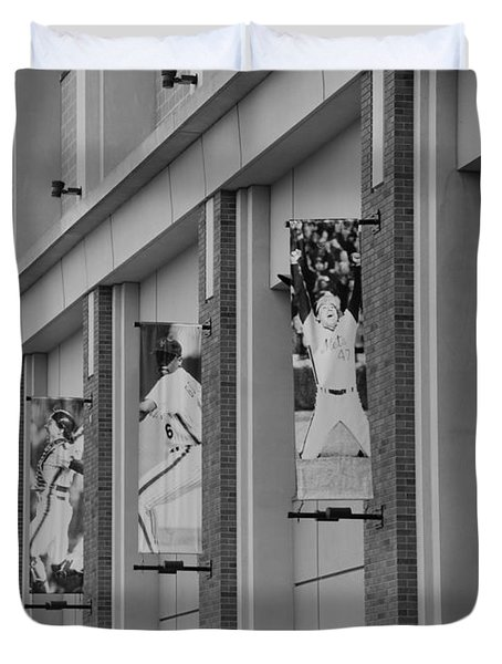 New York Mets Of Old In Black And White Duvet Cover by Rob Hans