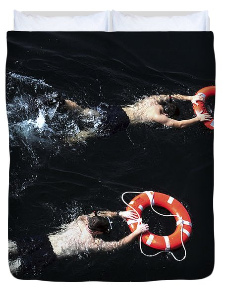 Search And Rescue Swimmers Duvet Cover by Stocktrek Images