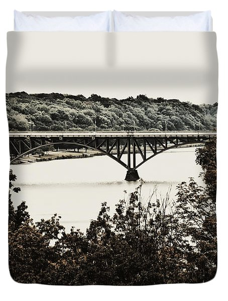 Strawberry Mansion Bridge From Laurel Hill Duvet Cover by Bill Cannon