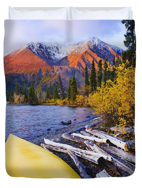 Kathleen Lake And Mountains, Kluane Duvet Cover by Yves Marcoux