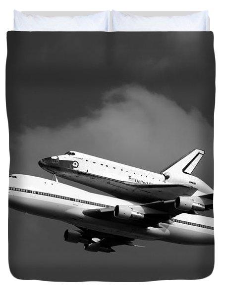 Shuttle Endeavour Duvet Cover by Jason Smith