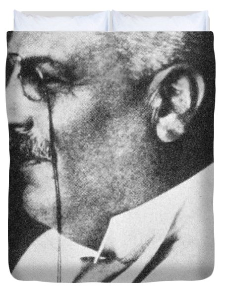 Alois Alzheimer, German Neuropathologist Duvet Cover by Science Source