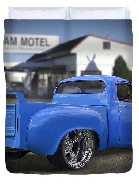 56 Studebaker At The Wigwam Motel Duvet Cover by Mike McGlothlen