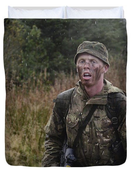 A British Soldier During Exercise Duvet Cover by Andrew Chittock