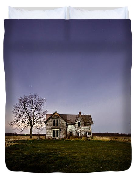Abandoned Farmhouse at Night Duvet Cover by Cale Best
