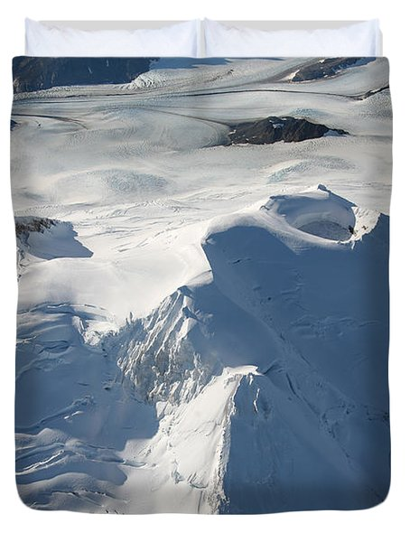 Aerial View Of Glaciated Mount Douglas Duvet Cover by Richard Roscoe